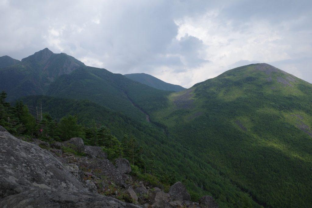西岳から望む編笠山と権現岳